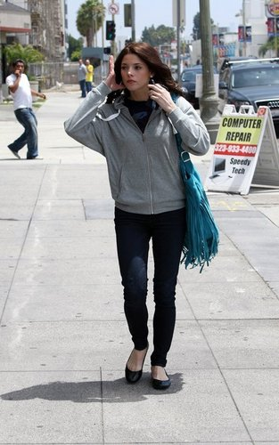 Ashley leaving an audition in LA! [13/05/11]
