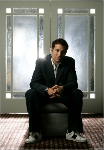 Clive Owen Обои with a business suit, a well dressed person, and a suit titled Clive Owen