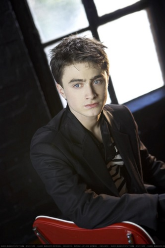 Daniel Radcliff fond d'écran containing a business suit entitled Daniel Radcliffe