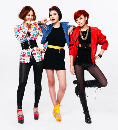 Girl Power K-Pop fond d'écran possibly containing a hip boot and a combishort, combinaison de jeu, combi called Ei-yo (new girlgroup)