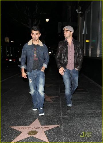 Joe Jonas: Go see Bridesmaid (05.15.2011) !!