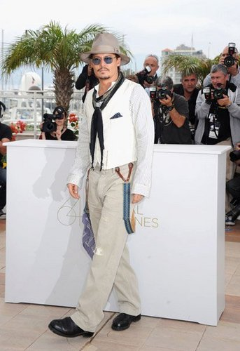 Johnny Depp wallpaper containing a well dressed person titled Johnny