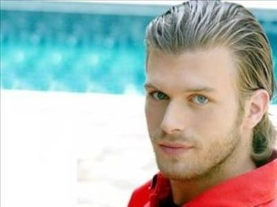 Kıvanç Tatlıtuğ ( The turkish actor that looks a lot like Joseph मॉर्गन who plays Klaus)