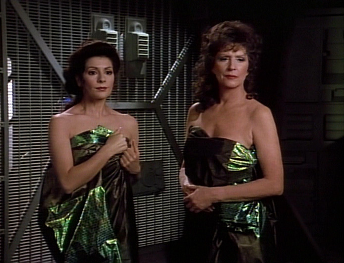 M-nage-Troi-star-trek-the-next-generation-22011843-694-530.jpg