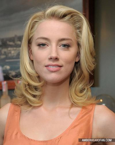 """May 14th, 2011 - Belvedere वोडका, वोदका And Krista Smith टोस्ट Vanity Fair's June 2011 """"Vanities"""""""