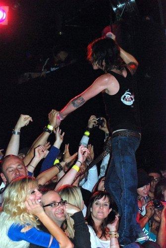 Mickey Avalon & his fans