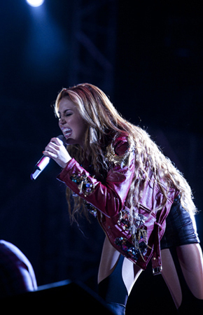 Miley - Gypsy moyo Tour (2011) - On Stage - Sao Paulo, Brazil - 14th May 2011
