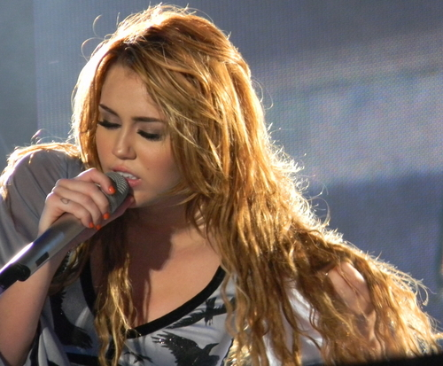 Miley - Gypsy 심장 Tour (2011) - On Stage - Sao Paulo, Brazil - 14th May 2011