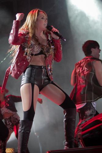 Miley - Gypsy cuore Tour (2011) - Rio de Janeiro, Brazil - 13th May 2011