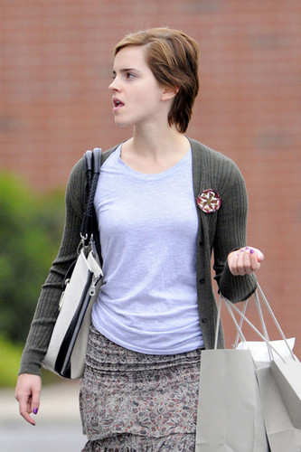 New photos of Emma Watson leaving J Crew in Pittsburgh