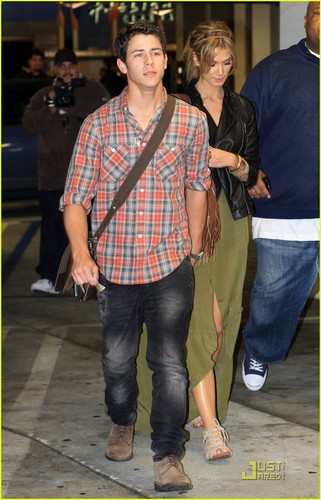Nick Jonas: filmes with Delta Goodrem! (05.15.2011) !!