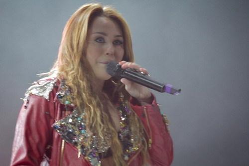 사진 OF MILEY IN BRAZIL