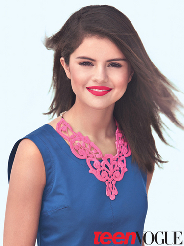 SELENA TALKS ABOUT pag-ibig IN TEEN VOGUE