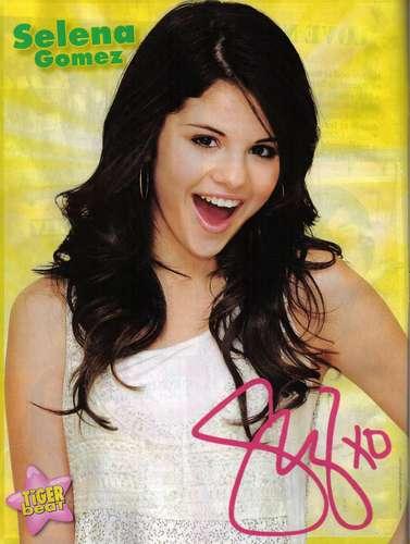 Selena_Gomez-autograph