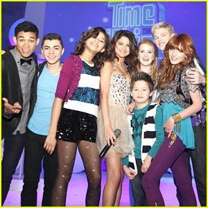 Shake It Up wallpaper possibly containing hot pants entitled Shake it Up cast with Selena Gomez!