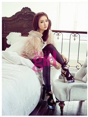 Shin Se Kyung hình nền possibly with a boudoir, a bedroom, and a well dressed person entitled Shin Se Kyung - For Elle Girl