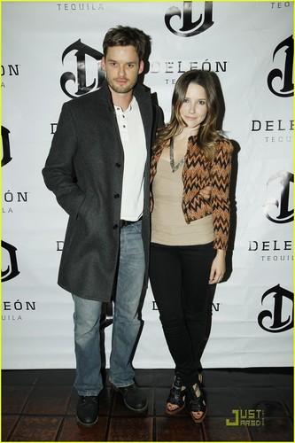 Sophia 衬套, 布什 & Austin Nichols: DeLeon Duo