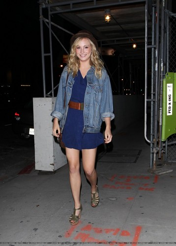 Sortie du Variety Sports Bar, а West Hollywood
