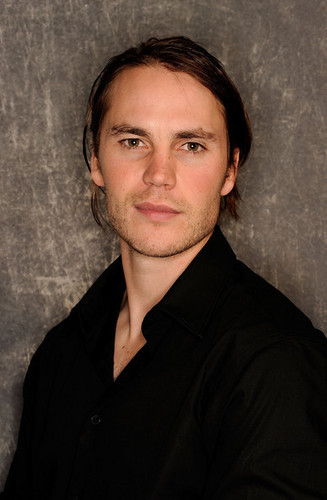 Tribeca Film Festival 2011 Portrait Studio  - taylor-kitsch Photo