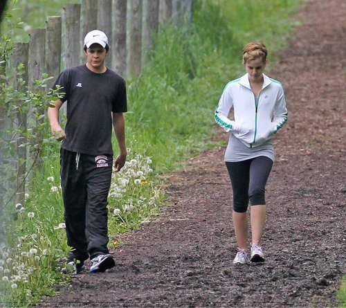 emma and johnny simmons at pittsbourgh(16/05/2011)