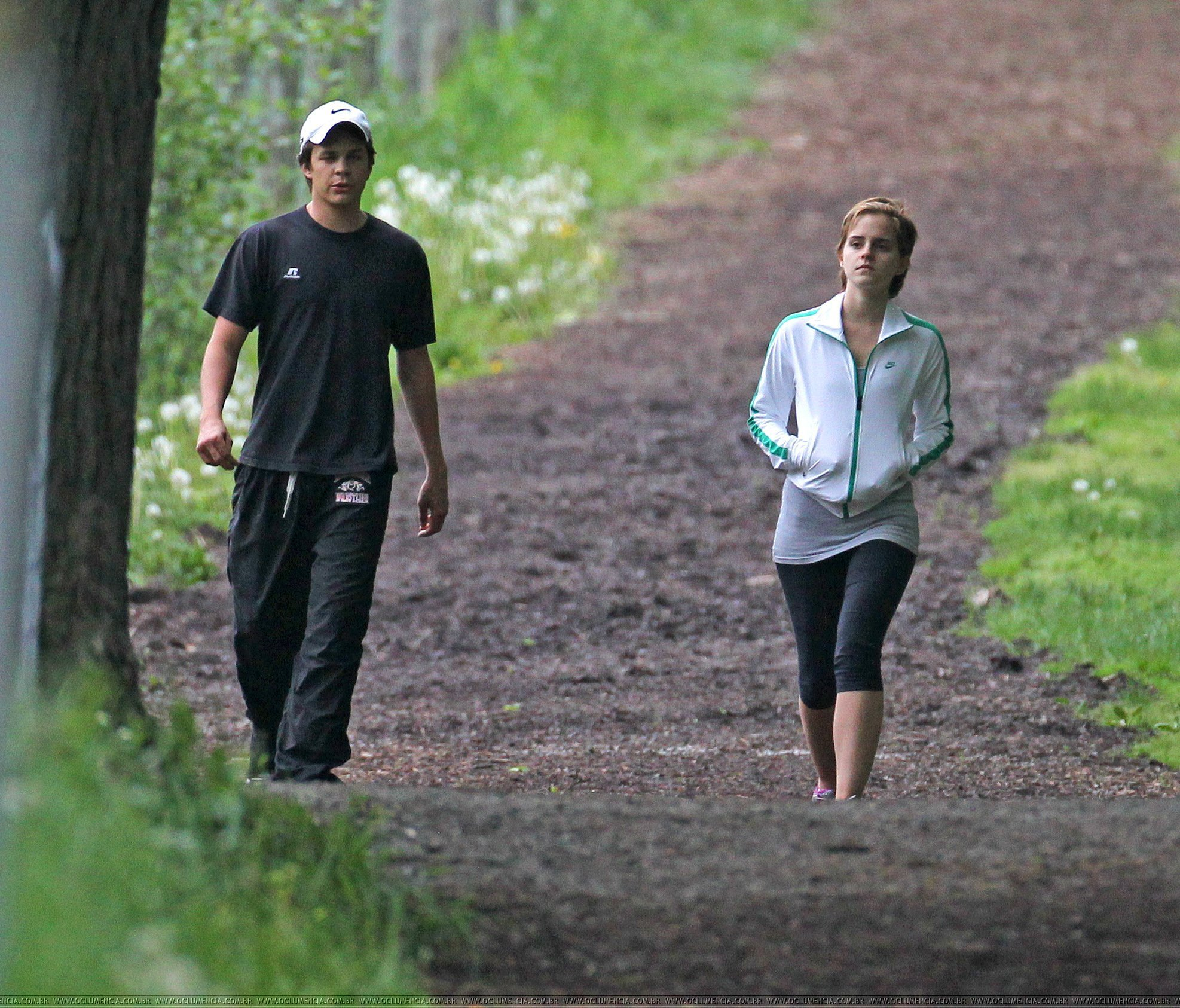 emma and johnny simmons at pittsbourgh(16/05/2011) - Emma Watson Photo ...