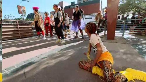Willow Smith 壁纸 containing a 街, 街道 called willow behind the scenes of 21 century girl