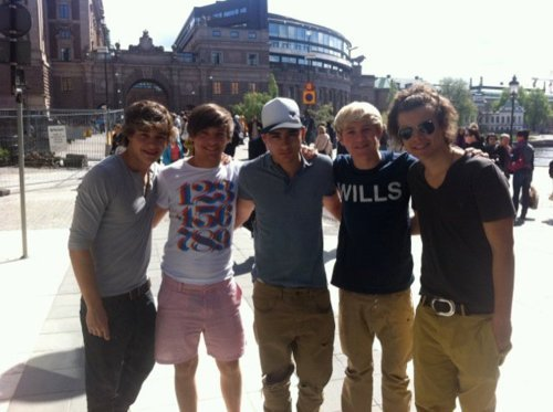 1D = Heartthrobs (Enternal Love 4 1D) 1D In Sweden!!! Love 1D Soo Much! 100% Real ♥