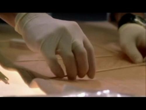 CSI kertas dinding titled 2x03- Overload
