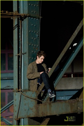 Andrew Garfield پیپر وال possibly with a lumbermill titled Andrew Garfield: 'Spider-Man' Filming with Martin Sheen!
