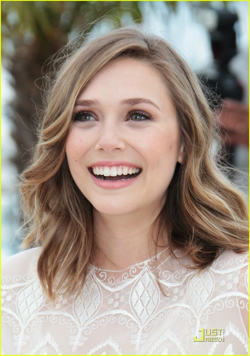 http://images4.fanpop.com/image/photos/22100000/Elizabeth-Olsen-Rows-Into-Cannes-Film-Festival-2011-actresses-22139870-859-1222.jpg