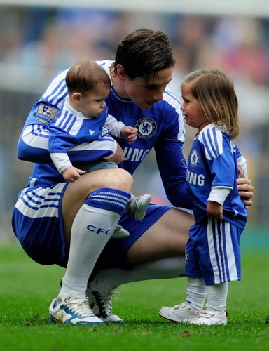 Fernando Torres 壁紙 titled Fernando, Nora and Leo.