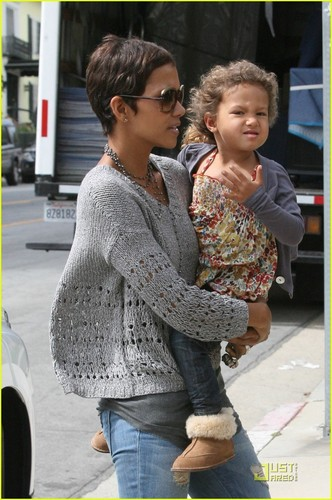 Halle Berry: Pre-School Run with Nahla!