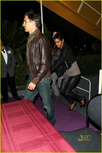 Halle Berry: Prince संगीत कार्यक्रम with Olivier Martinez!