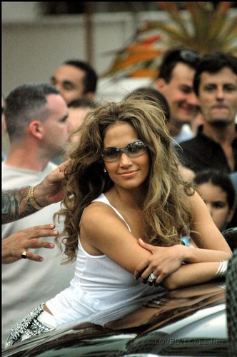 Jennifer - ELLE magazine Set Shoot - 12th February 2002