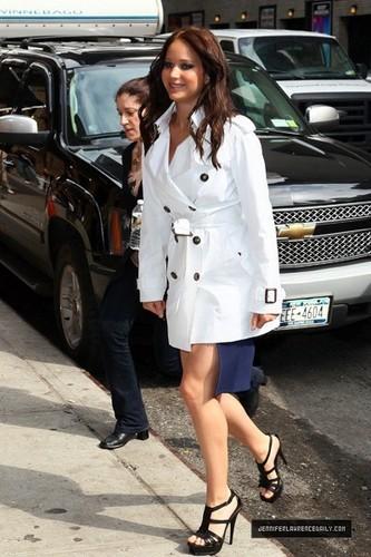 Jennifer Lawrence Arriving David Letterman mostrar (May 19, 2011)