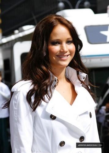 Jennifer Lawrence Arriving David Letterman Show (May 19, 2011)
