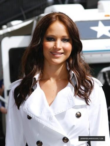 Jennifer Lawrence Arriving David Letterman প্রদর্শনী (May 19, 2011)