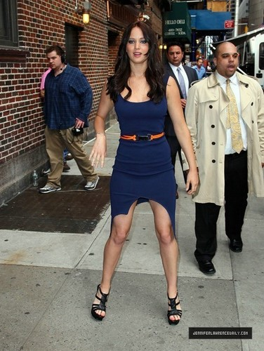 Jennifer Lawrence Leaving David Letterman tunjuk (May 19, 2011)