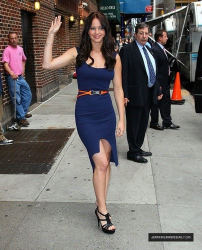 Jennifer Lawrence Leaving David Letterman প্রদর্শনী (May 19, 2011)