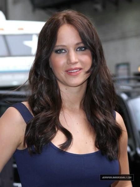 Jennifer Lawrence Leaving David Letterman ipakita (May 19, 2011)