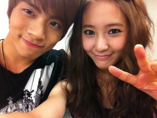 Krystal and Jonghyun - f-x Photo