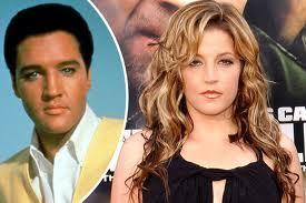 Lisa looks just like Elvis....