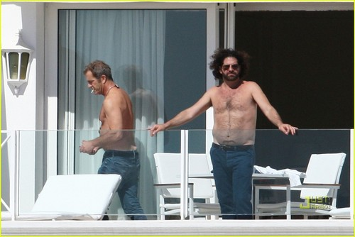 Mel Gibson: Shirtless in Cannes!