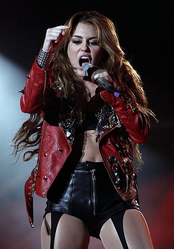 Miley - Gypsy दिल Tour - On Stage - Caracas, Venezuela - 17th May 2011