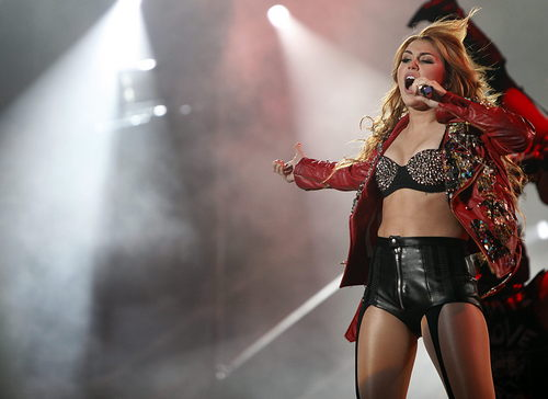 Miley - Gypsy Heart Tour - On Stage - Caracas, Venezuela - 17th May 2011