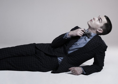 Nicholas Hoult wallpaper with a business suit, a well dressed person, and a suit titled Nicholas Hoult