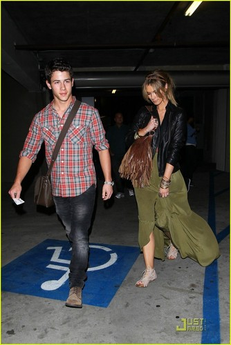Nick Jonas & Delta Goodrem: Holding Hands (05.15.2011) !!
