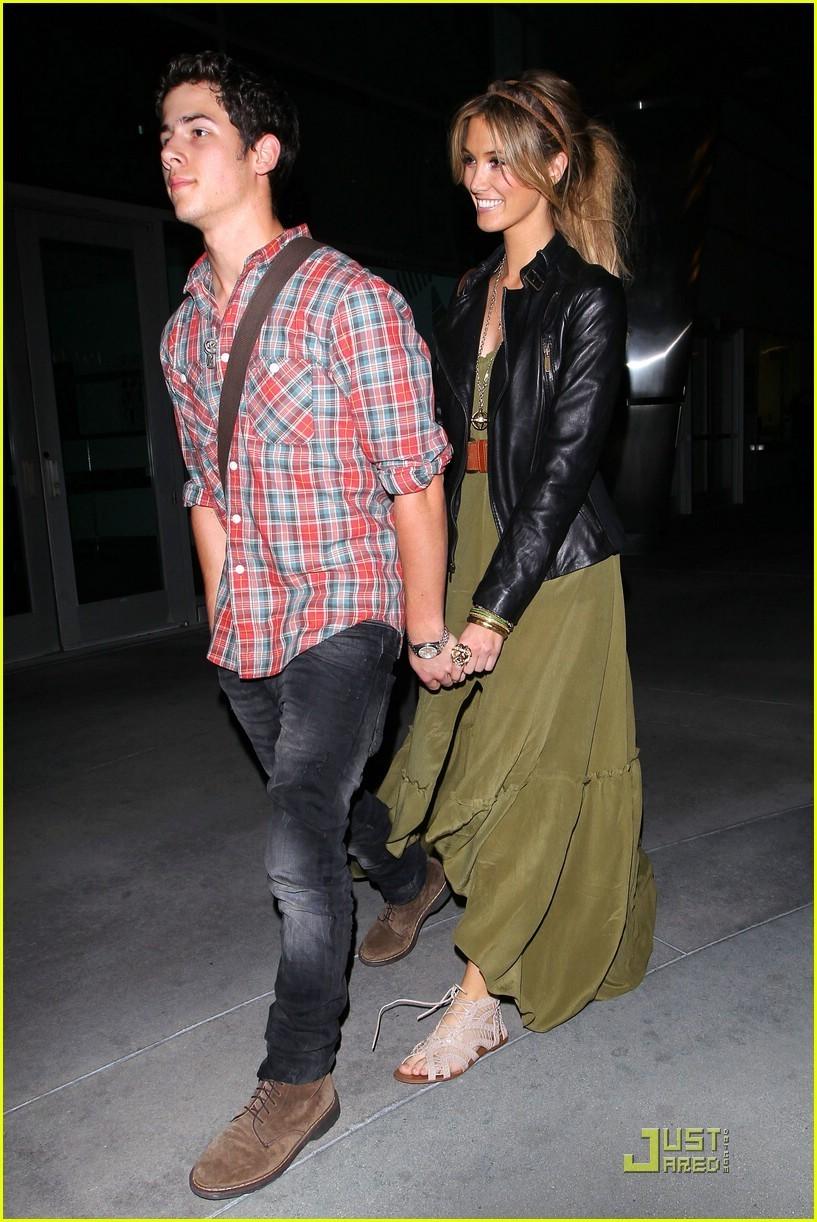 Nick Jonas And Demi Lovato Holding Hands 2013Nick Jonas Demi Lovato 2013