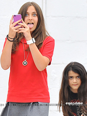 Paris,Prince and Blanket after Berlakon class..they're having fun with I pods xD