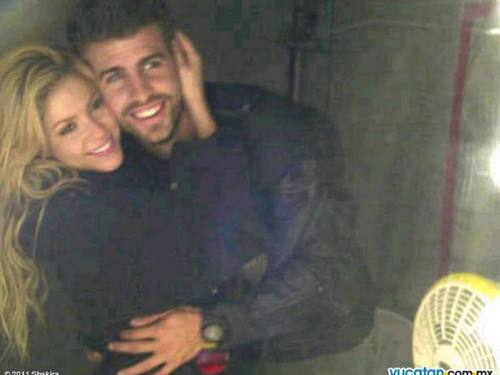 shakira and Piqué be photographed as well as William and Kate engagement photos!